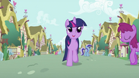 Twilight Sparkle trotting S2E03