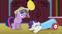 Twilight and Rarity gasp S03E09