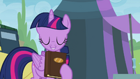 Twilight holding book close S4E22