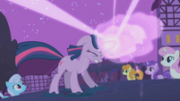 Twilight sends the ursa back to its cave S1E06