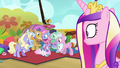 Cadance sees parents crowd around Flurry Heart S7E22.png