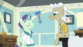 Doctor pony about to test Geri's reflexes S7E3.png