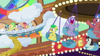 Ponies riding carnival rides in Gladmane's resort S6E20