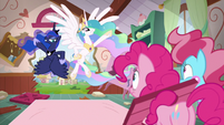 Princesses appear at Sugarcube Corner S9E13