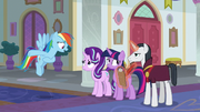 Rainbow keeps up appearances for Neighsay S8E1