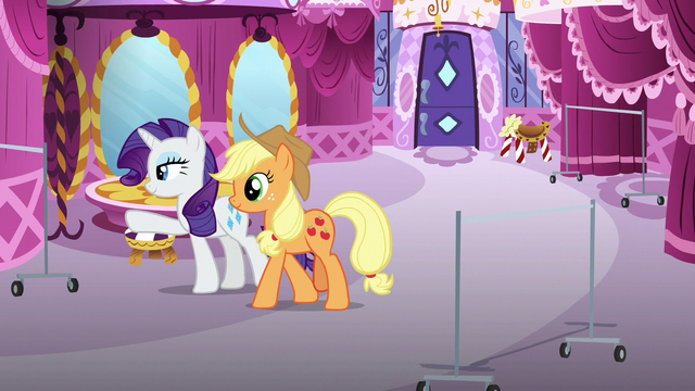 File:Rarity pointing at spot for Starstreak's clothes S7E9.png