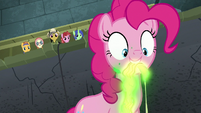 Somnambula's blindfold glows in Pinkie's mouth S7E25