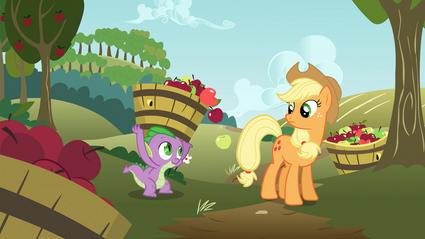 Spike carregando maçãs para a Applejack T03E09