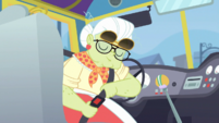Granny Smith buckling her seatbelt EGDS12