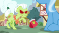 Granny Smith tosses her purse at Trixie S7E2.png