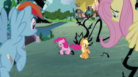 Pinkie Pie stomping on vines S4E01