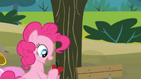 Pinkie gets an apple S4E09