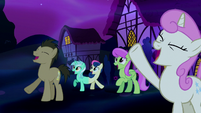 Ponies cheering in dream Ponyville S5E13