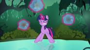 S3E05 Twilight Sparkle trenuje koncentrację