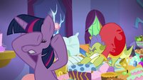 Sludge stretching behind Twilight S8E24