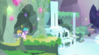 Starlight and Maud enter a secret gem grotto S7E4