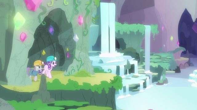 File:Starlight and Maud enter a secret gem grotto S7E4.png