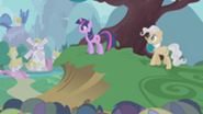 201px-Twilight and Mayor happy over finishing S1E11