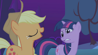 Applejack insists on accompanying Twilight S1E02