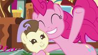 Pinkie Pie singing to Pound Cake S7E19