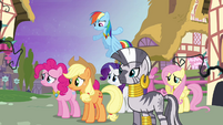 Ponies confused at Twilight S4E02