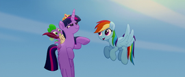 "Rainbow sings ""we got this together"" to Twilight MLPTM"