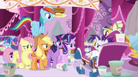 Rarity looking pitiful at her friends S7E19