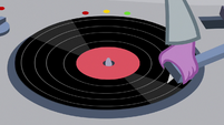 Spike playing pony cotillion record S9E7