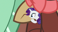 Tiny Rarity speaking in Yona's ear S9E7