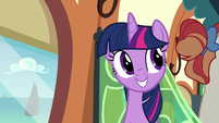 Twilight hears the conductor's announcement S8E6