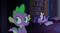 Twilight reading and Spike scared S4E03