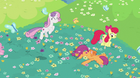 Adult Crusaders frolicking in the flowers S9E22
