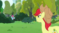 Chiffon Swirl waving from the bushes S7E13