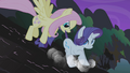 Fluttershy rescues Rarity S1E02.png