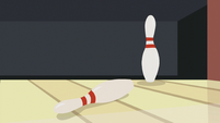 Only one bowling pin falls over S5E9