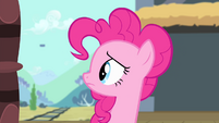 Pinkie looks behind S4E11