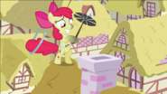 S02E06 Apple Bloom czyści komin