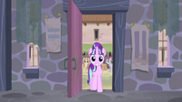 Starlight enters the house S5E02