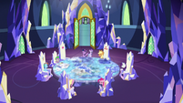 Twilight Sparkle uniting her friends S8E2