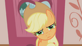 Confused Applejack is confused S01E04.png