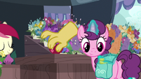 Discord's paw places apple on Rose's stand S9E23