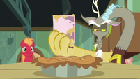 Discord holding Sugar Belle's invitation S8E10