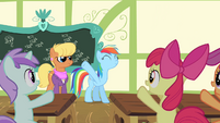 Fillies cheering for Rainbow Dash S4E05