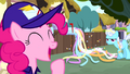 Mailpony Pinkie and unamused Shoeshine S4E12.png