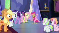 Pinkie Pie telling her friends to laugh S7E14