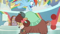 Rainbow Dash dodging over Yona S9E7