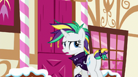 Rarity at the front door of Sugarcube Corner S7E19