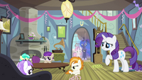 Rarity talking to bored foals S4E19