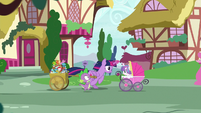 Twilight and Spike race toward Sugarcube Corner S7E3