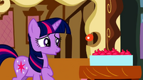 Twilight not liking the cupcakes S2E3
